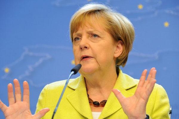 """Merkel'de """"İslam"""" Açıklaması"""