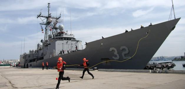 ABD ve Fransız savaş gemileri Karadeniz'de