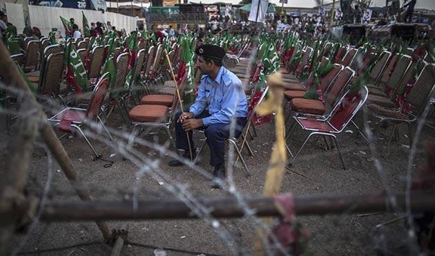 İmran Han Pakistan'da istediği kalabalığı toplayamadı
