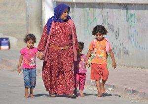 Adana'da Okula Başlayan Çocuk Yalın Ayak