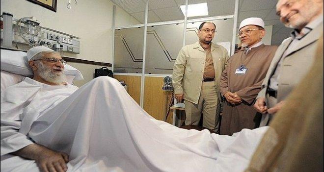 'Filistin Direnişine Destek' Konferansı'nın katılımcıları Hamanei'yi hastanede ziyaret etti