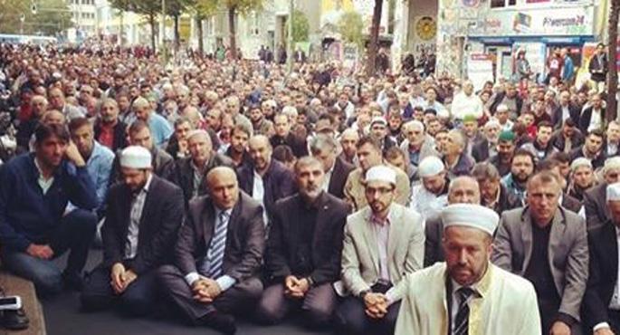 Almanya'da yüzbinlerce Müslüman terörü kınadı
