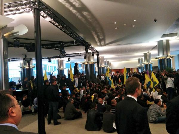 SONDAKİKA Kürtler Avrupa Parlamentosunu Kuşattı