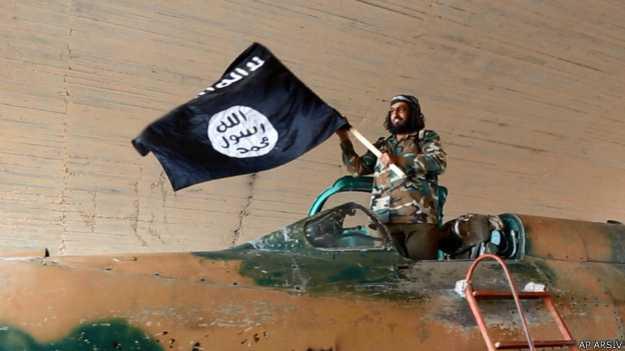 Eski Baasçı subayların IŞİD'e pilot eğittiği iddia ediliyor