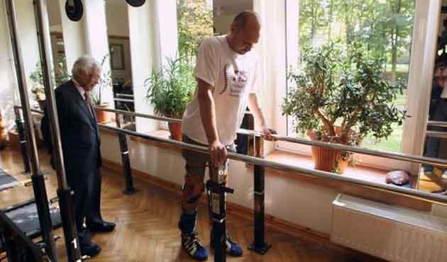 Dünyada ilk: Felçli hasta hücre nakliyle yürüdü