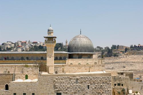 İsrail askeri Eşliğinde Mescid-i Aksa ihlali