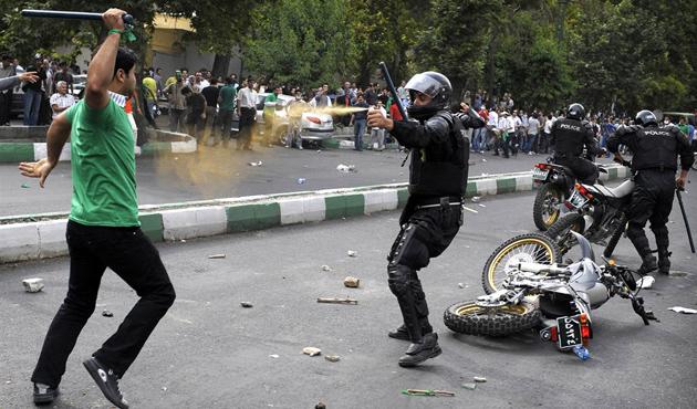 İran'daki 'asit saldırısı' protestoları sürüyor