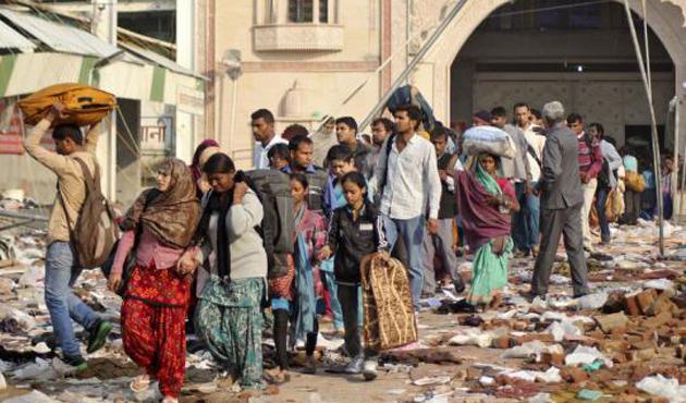 Hindistan'da halkla polis çatıştı: 6 ölü