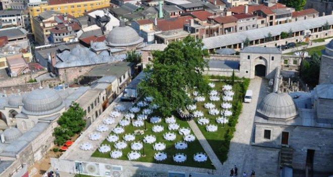 Süleymaniye Camii'nde boğaza nazır skandal