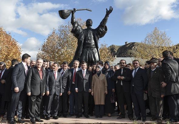 Başbakan Davutoğlu cemevini ziyaret etti