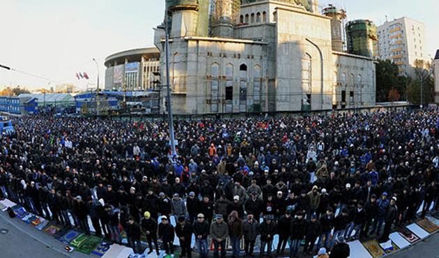 Moskova'da yine yüzlerce Orta Asyalı gözaltında