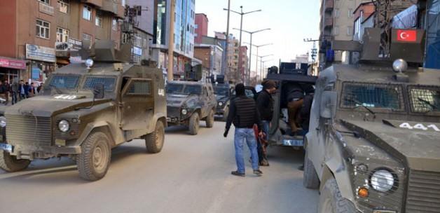 HDP'li iki belediyeye polis baskını!
