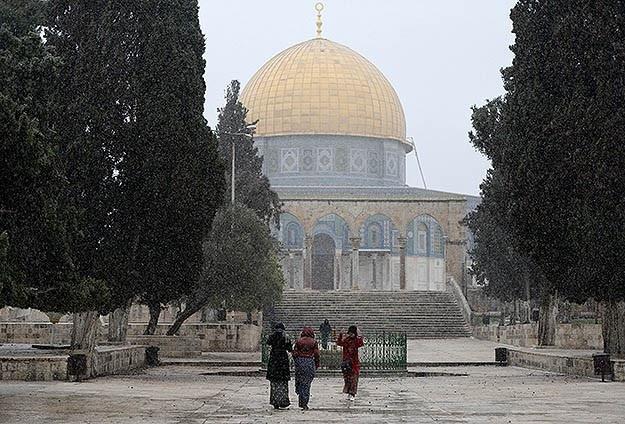 Kudüs'e yılın ilk karı düştü