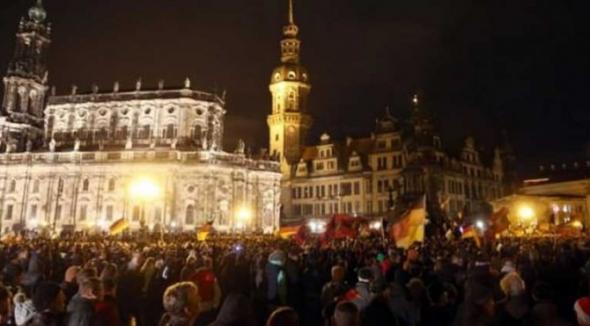 Almanya'da yabancı düşmanlığına siyasi tavır