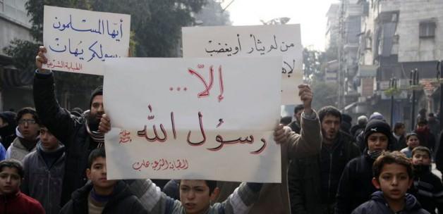 Hz.Muhammed için Yürüyenlere Kanlı Saldırı