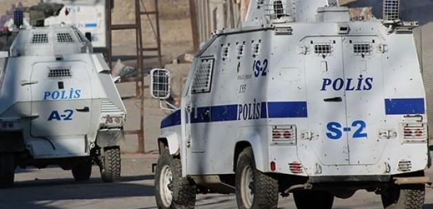 Hakkâri'de Yola Torpil Koyan Polis'den Komik Savunma