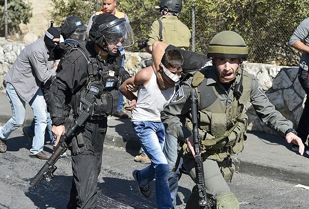 İsrail 2 Kişiyi Tutukladı