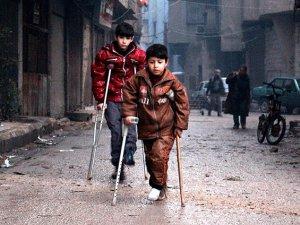 Suriye'de Koltuk Değneğine Mahkum Küçük Hayatlar