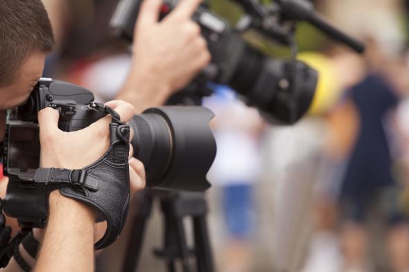 İsrail'e Dokunan Gazeteciler Yanıyor!
