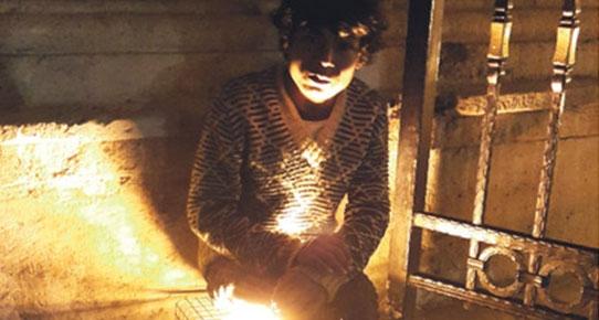 Suriyeli Çocuklar Cami Işığıyla Isınıyor!