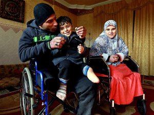 İsrail Bir Aileyi Sakat Bıraktı