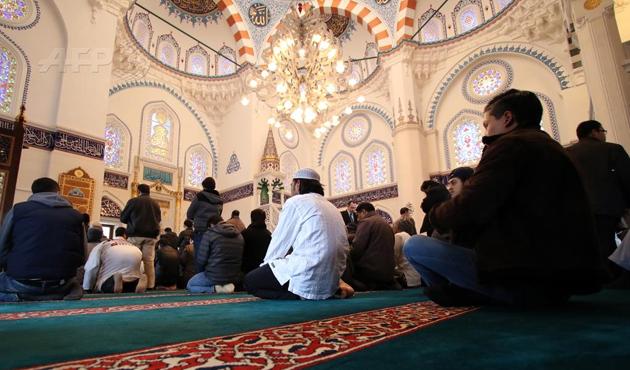 Japonya'da Müslümanlar Rehineİçin Dua Etti