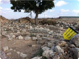 Ahihud Kooperatifi, Akka'da Mezarlığı İnek Barınağına Dönüştürdü