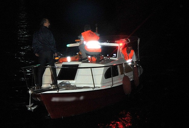 İzmir'de kaçakları taşıyan tekne alabora oldu