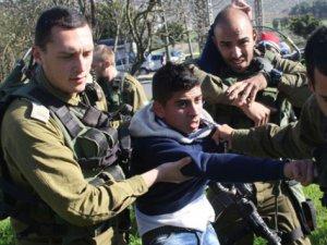 """""""İsrail Filistinli Çocukları Korkutmaya Çalışıyor"""""""