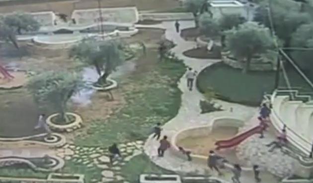 İsrail Filistin'de Çocuk Parkına Bibergazı Attı | VIDEO