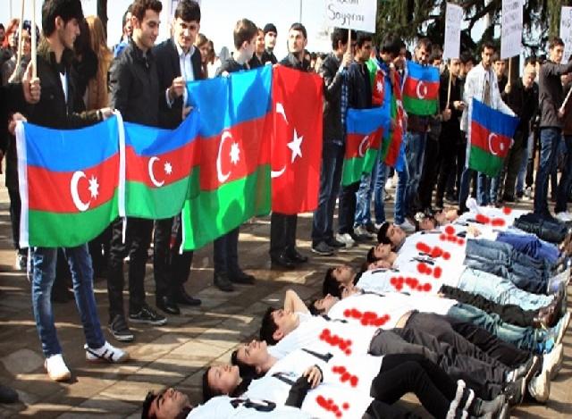 Hocalı Katliamı Lanetlendi-FOTO