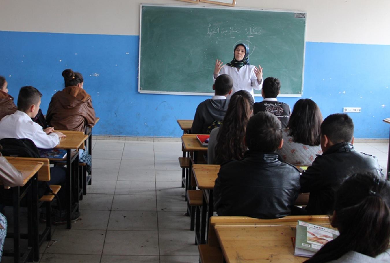 28 Şubat'ta Okuldan Atıldı Şubat Atamsıyla Öğretmen Oldu