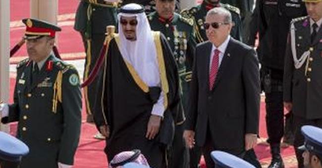 Erdoğan, Suudi Arabistan'da Askeri Törenle Karşılandı