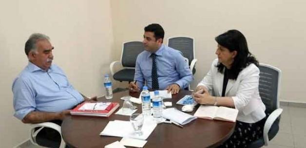 """HDP'de Öcalan Rahatsızlığı Var"""