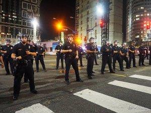 Ferguson'da İki Polis Memuru Vuruldu