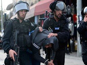 İsrail Askerleri 13 Filistinliyi Gözaltına Aldı