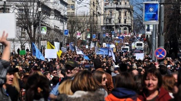Sırplar NATO ve AB'yiProtesto Etti