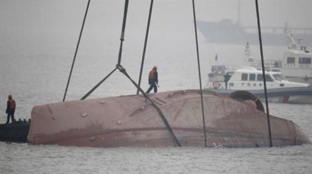 Çin'de iki tekne alabora oldu: 12 kayıp