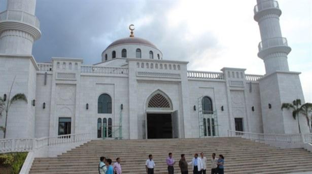 Kamboçya'nın En Büyük Camisi Açıldı