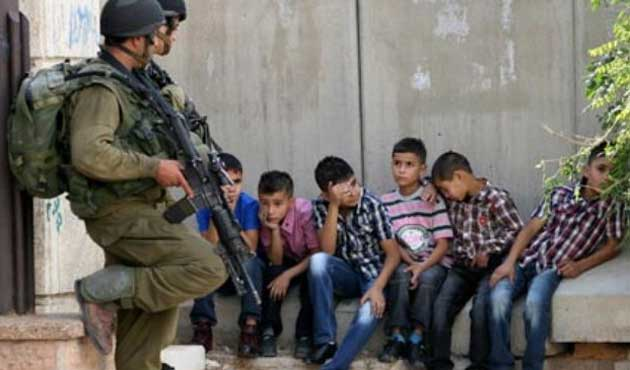 İsrail Cezaevlerinde 200 Filistinli Çocuk Var