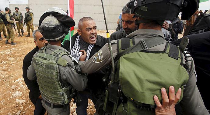 İşgalci İsrail Güçleri Filistinliler'e Saldırdı!