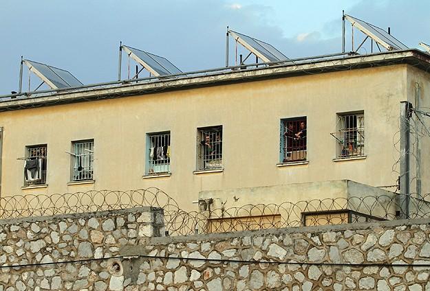 Yunanistan'da Cezaevleri Boşalıyor