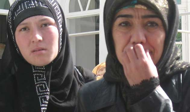 Tacik Kadınlara Siyah Kıyafet Yasaklandı
