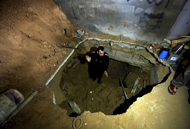 Gazzeliler Bombalarla Yaşıyor