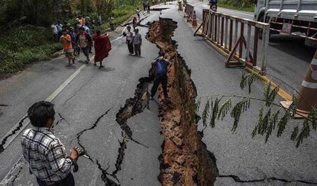 Nepal'de ölü sayısı 6 bini Geçti