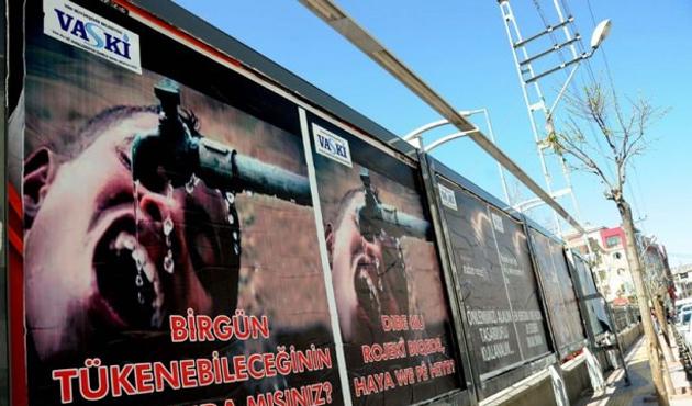 Van'daki Kanlı Afişlerin Yenileri Asıldı