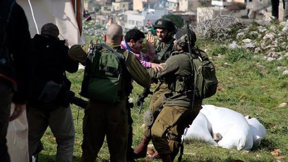 """""""Filistin Köyü""""  Zulme Direniyor"""