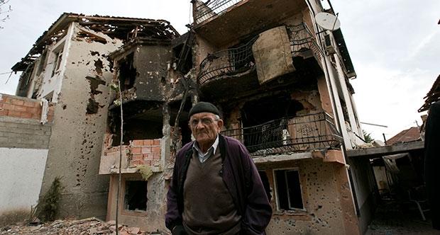Rusya'dan Makedonya'da 'Renkli Devrim' Uyarısı