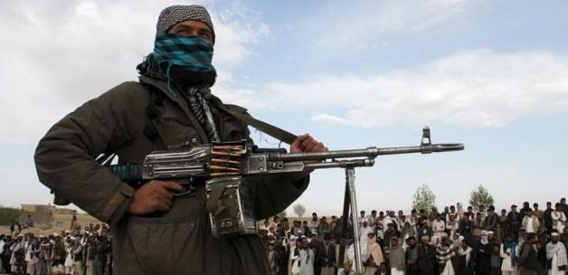Taliban Afganistan'da bir ilçeyi Ele Geçirdi