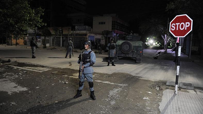 Afganistan'da Misafirhaneye Saldırı